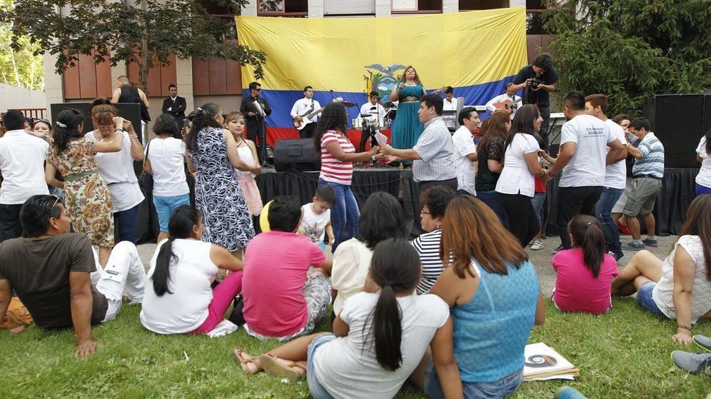 Foto: Ecuatorianos en España celebrando su fiesta nacional (EFE).