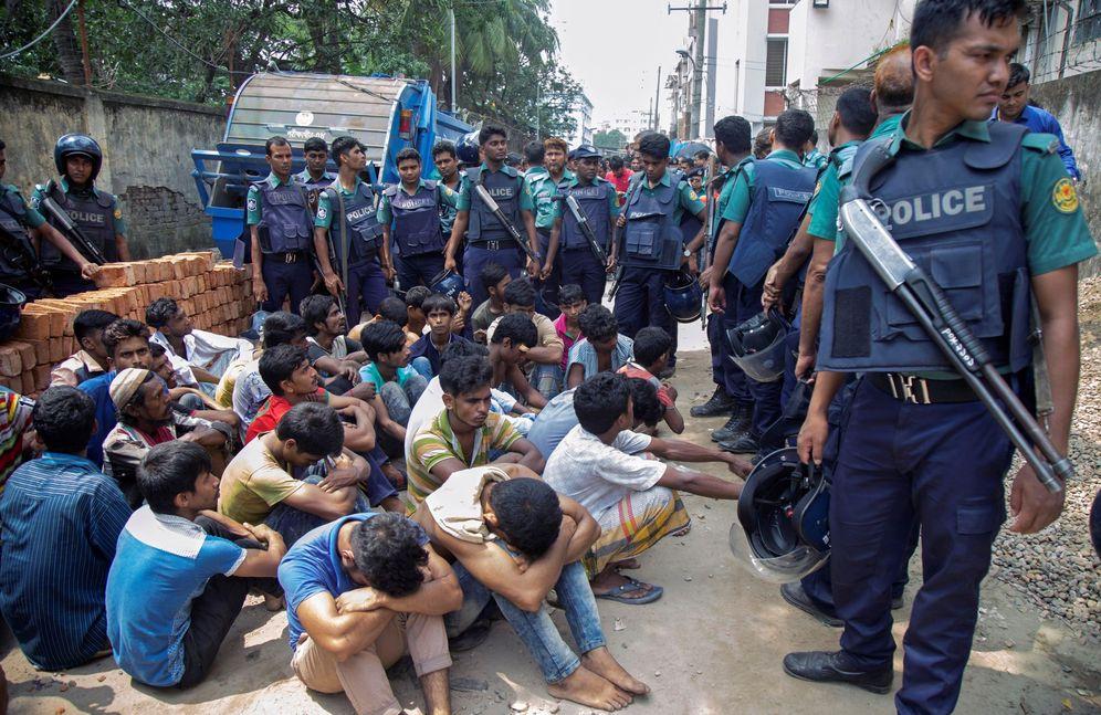 Foto: Decenas de detenidos tras una operación antidroga en Dacca, el 28 de mayo de 2018. (EFE)