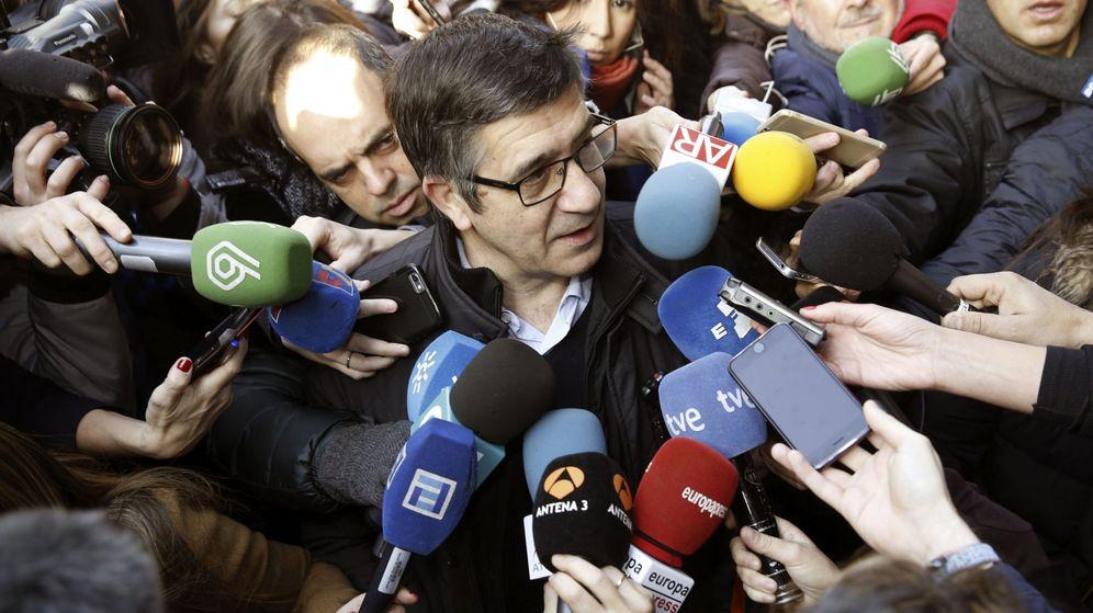 Foto: Patxi López, a su llegada al comité federal del PSOE el pasado 28 de diciembre en Ferraz. (EFE)