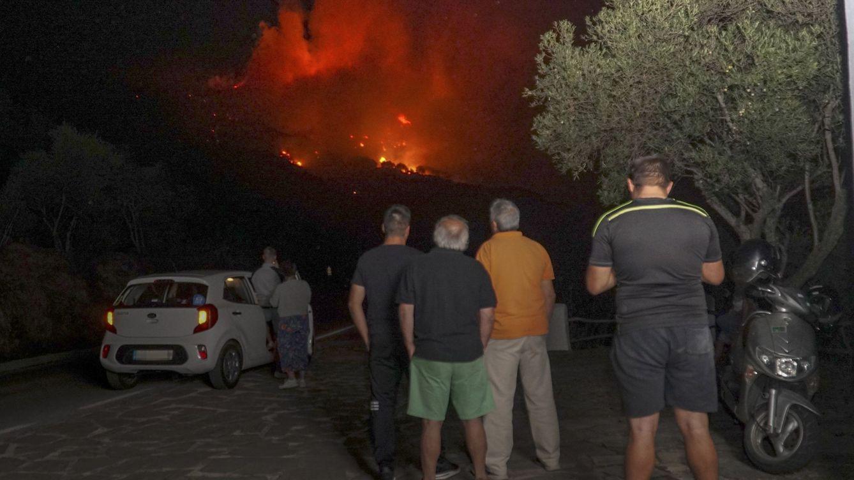 Controlado el incendio forestal en Casares que ha obligado a desalojar a varios vecinos