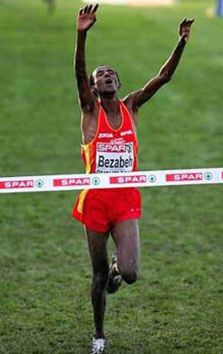 Foto: Bezabeh, el atleta que durmió en la calle para triunfar y truncó su carrera por el dopaje