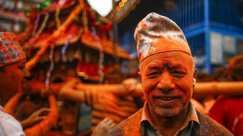 Festival en Nepal y los 40 años del gorila de Budapest: el día en fotos