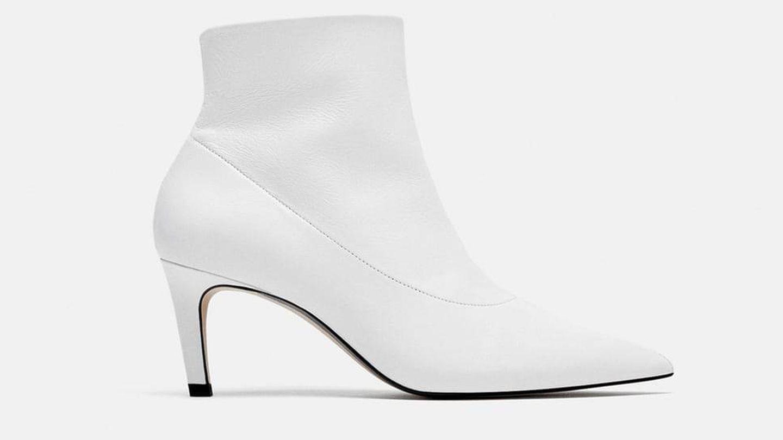 No hay más: botines blancos todo el año.  (Cortesía)