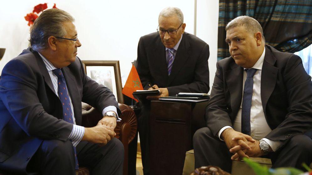 Foto: El ministro del Interior, Juan ignacio Zoido, con su homólogo marroquí, en Rabat. (EFE)