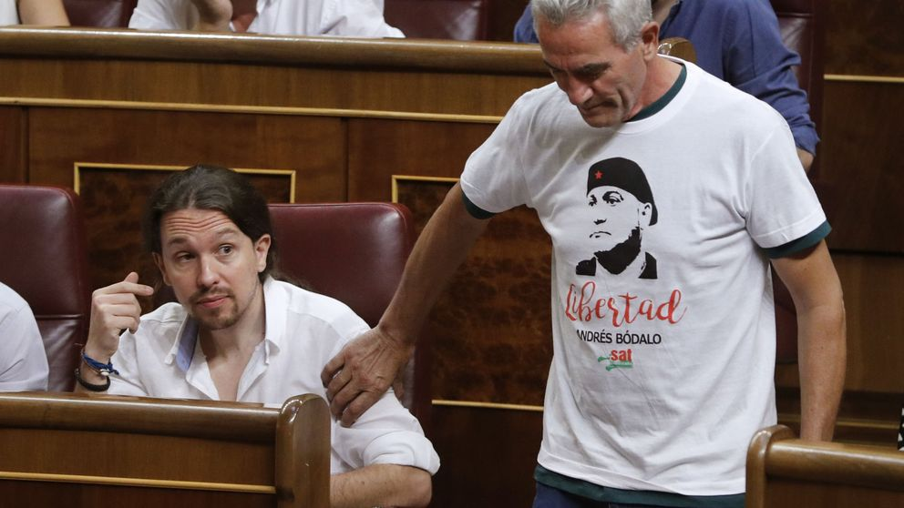Lemas zapatistas y versos de Miguel Hernández para prometer los cargos
