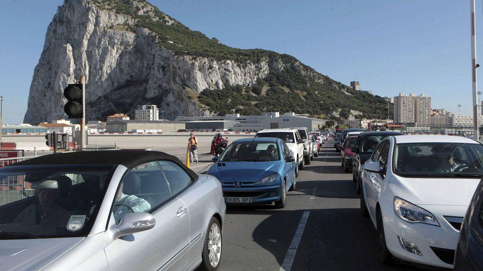 Foto: Varios gibraltareños denuncian que han tardan casi tres horas en regresar al Peñón. (EFE)
