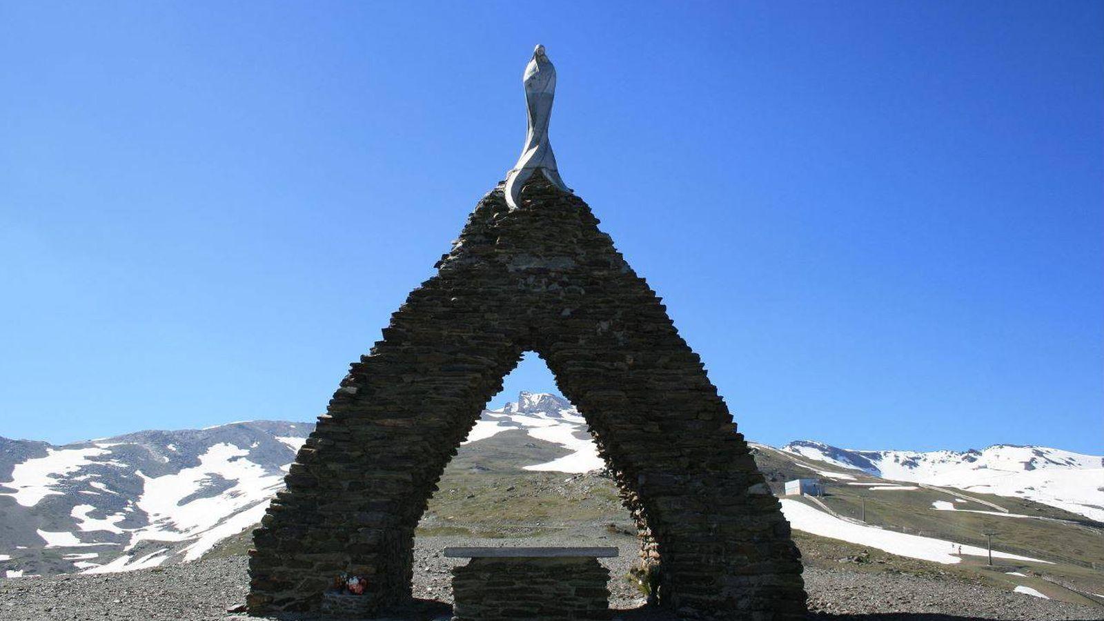 Foto: Monumento a la Virgen de las Nieves en Sierra Nevada (José Manuel Ferro/Wikipedia)