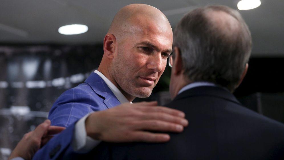 Foto: Zidane y Florentino Pérez, durante la presentación del francés como técnico del Real Madrid. (Reuters)