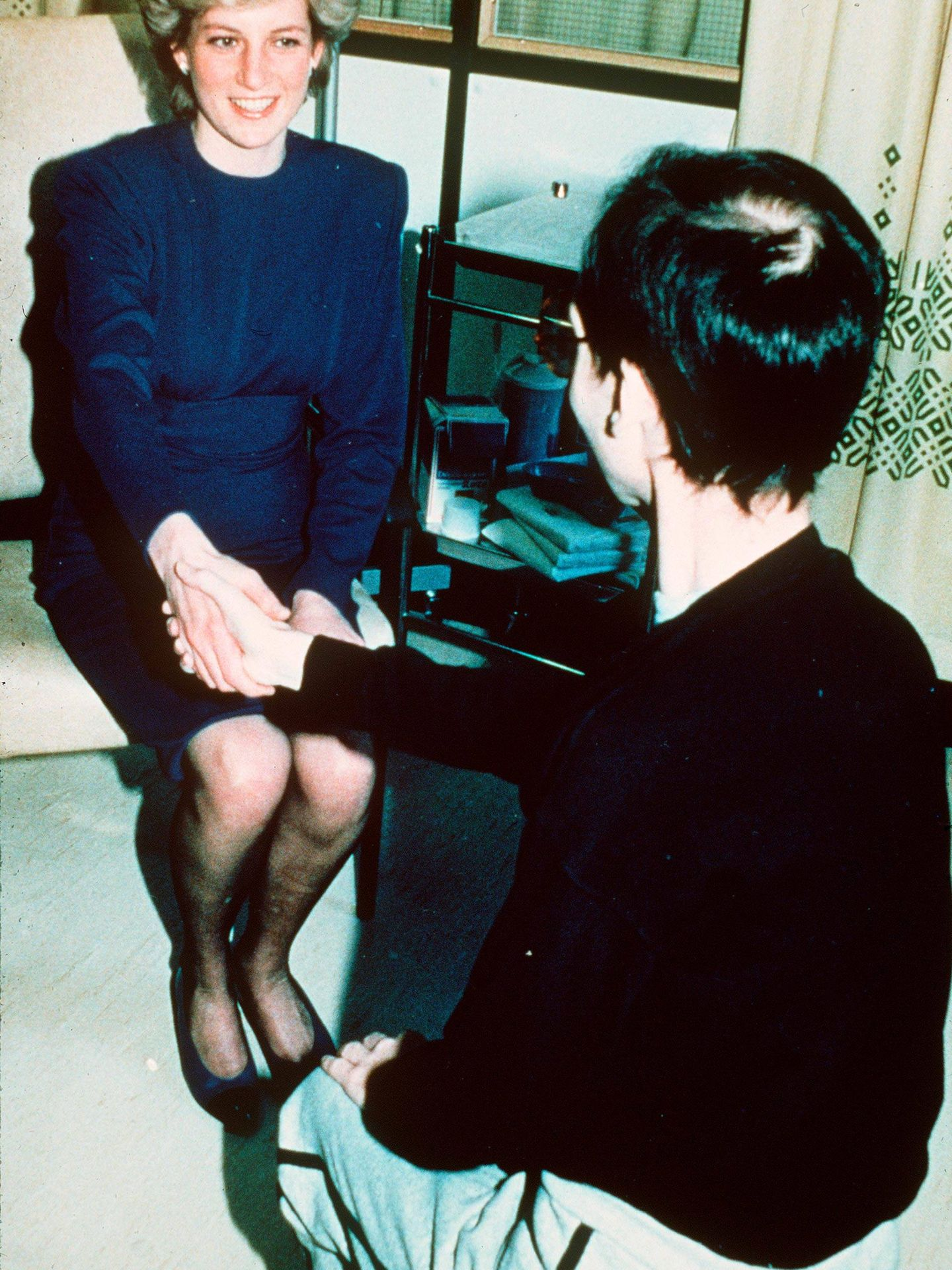 La foto icónica del saludo de Lady Di a un enfermo de sida. (Getty)