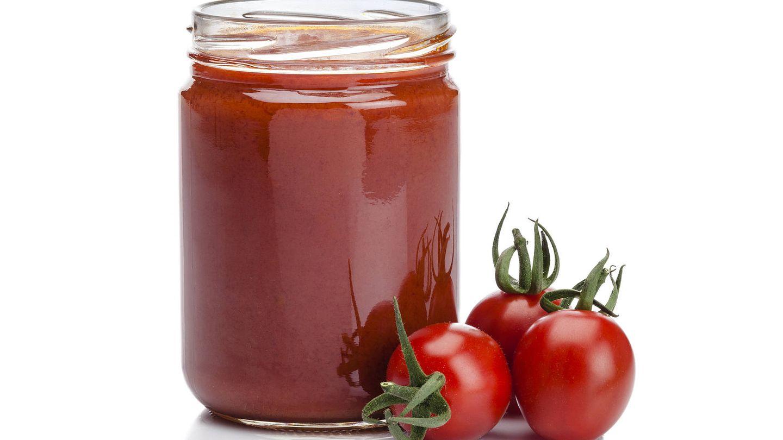 Salsa de tomate y al natural. (iStock)