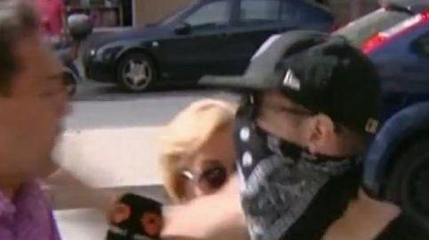 'El Cuco' agrede a golpes a un periodista: Sí, tengo a Marta debajo de la cama