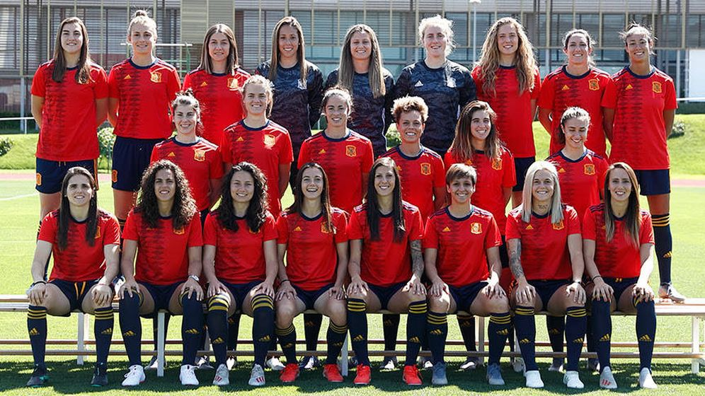 Foto: Las jugadoras de la Selección, en la fotografía oficial. (SeFútbol)