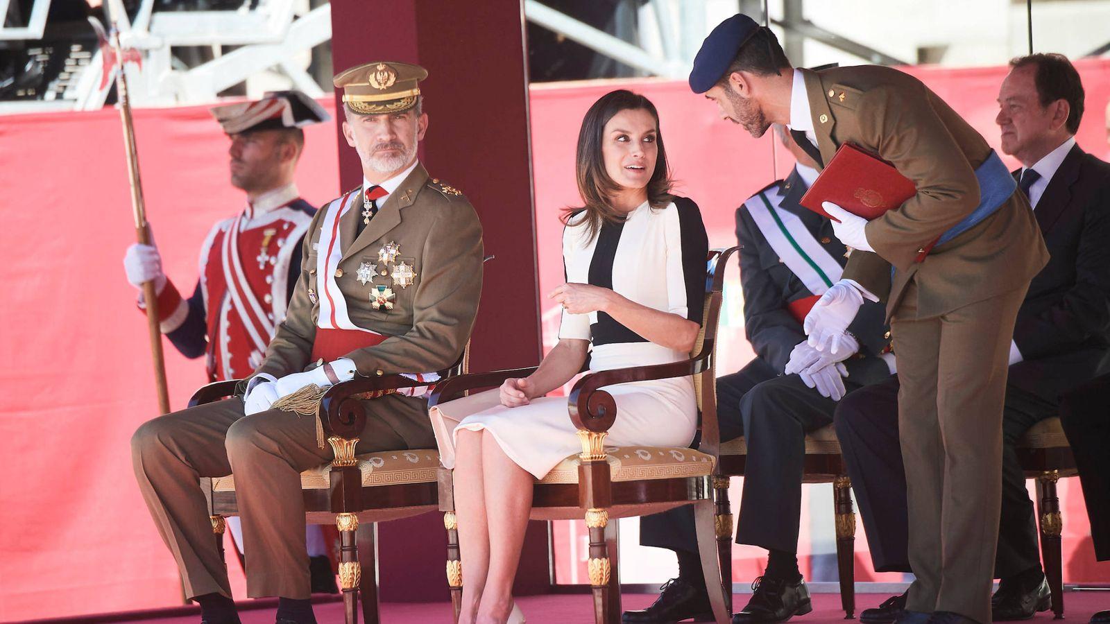 Foto: Los Reyes durante el acto de la Guardia Civil. (Limited Pictures)