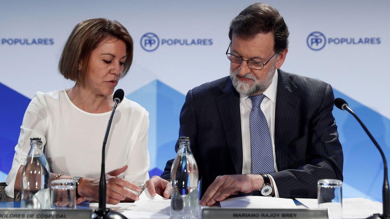 Foto: El expresidente del Gobierno Mariano Rajoy y la exministra de Defensa y ex secretaria general del PP María Dolores de Cospedal, en 2018. (EFE)