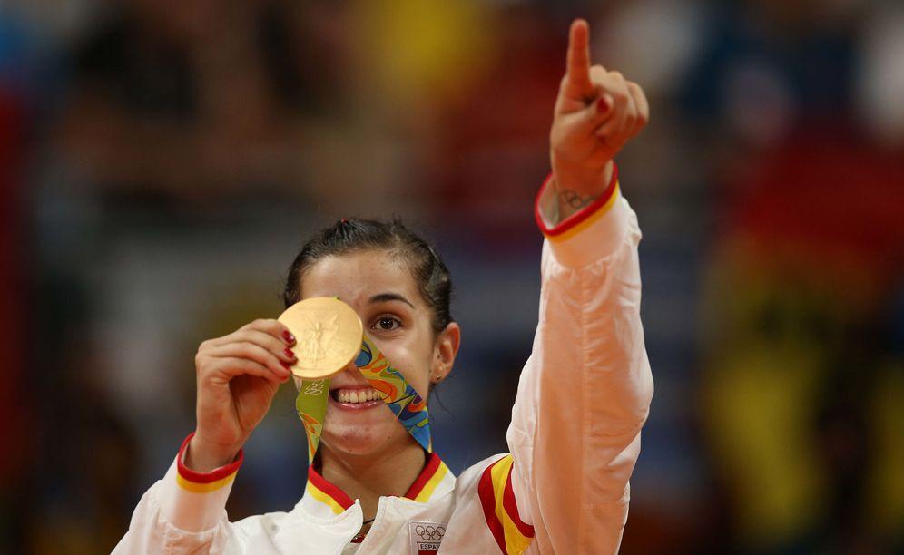 Foto: Carolina Marín posa con la medalla de oro ganada en Río de Janeiro (EFE)