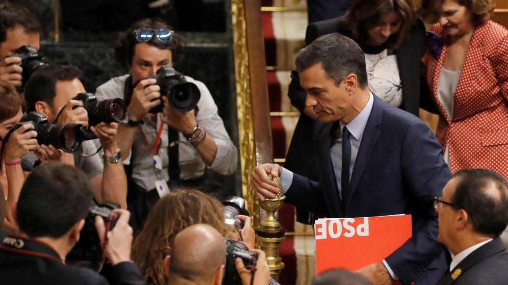 Foto: El candidato socialista a la presidencia del Gobierno, Pedro Sánchez, abandona el hemiciclo después de que el pleno del Congreso volviera a rechazar su investidura. (EFE)