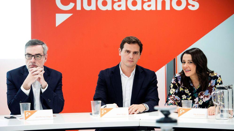 Foto: El presidente de Ciudadanos, Albert Rivera (c), junto a José Manuel Villegas (i) e Inés Arrimadas (d). (EFE)