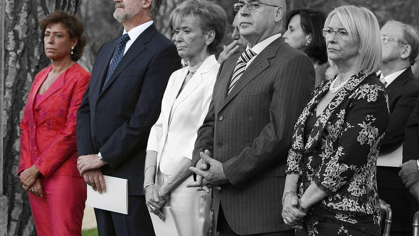 Foto: Carmen Ortiz, acompañando a su esposo Manuel Marín, junto con María Teresa Fernández de la Vega, Javier Rojo y su esposa, en el bautizo de la infanta Sofía. (Gtres)