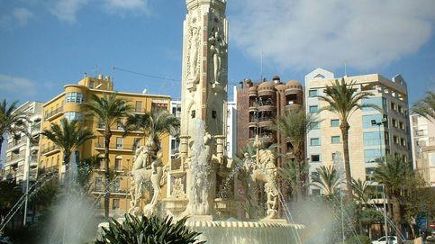 Detenido por destrozar con un martillo esculturas emblemáticas de Alicante
