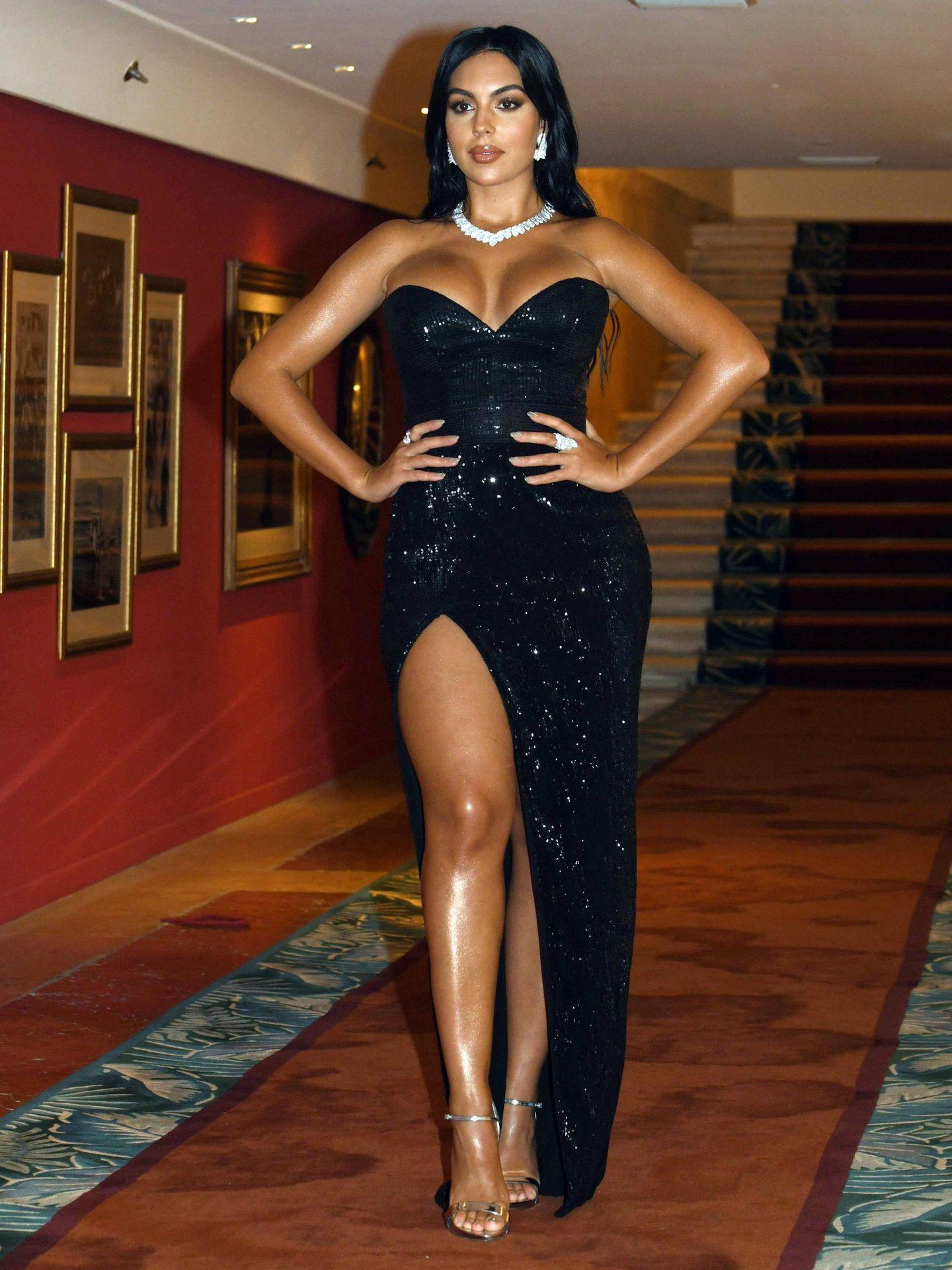Georgina Rodríguez en el Festival de Cine de Cannes enfundada en su espectacular vestido de Lia Stublla. (Cordon Press)