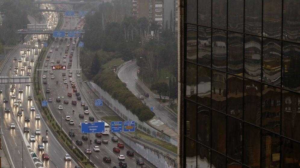 Foto: Decenas de kilómetros de atascos en la capital por la lluvia y varios accidentes. (EFE)