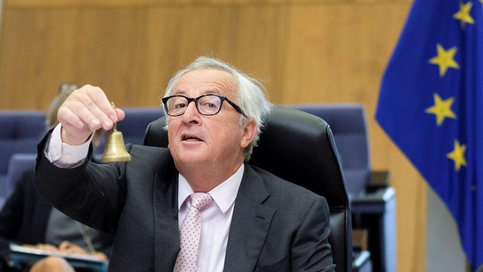 Foto: Juncker llamando al orden, en una reunión semanal del colegio de comisarios (EFE)
