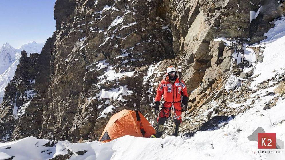 Foto: Alex Txikon en el Campo 2 del K2. (Foto: Alex Txikon)