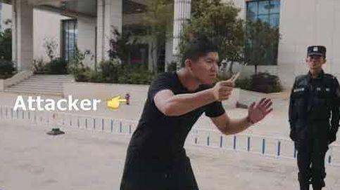 Este es el truco infalible de la Policía china para reaccionar cuando te atraquen con arma blanca