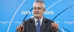 El pacto nacional para desarrollar la Ley de Cajas quiebra en Andalucía por la guerra PSOE-PP