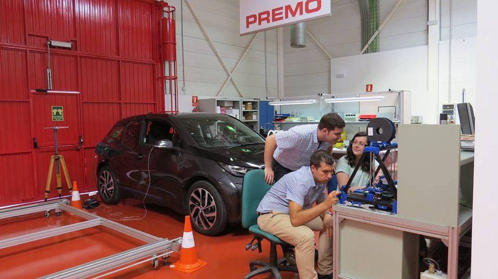 Foto: Expertos trabajan en esta nueva tecnología para el futuro del coche eléctrico (Fuente: Parque Tecnológico de Andalucía / Facebook)