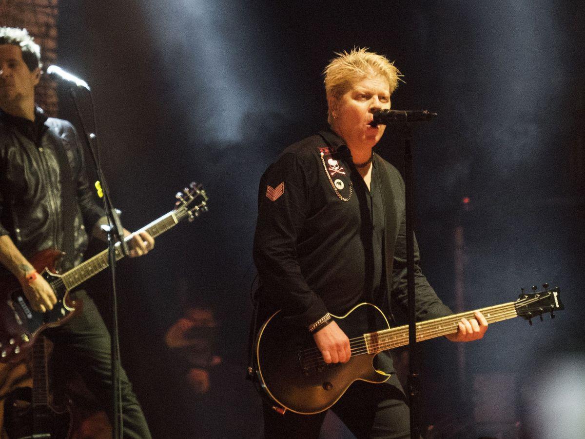 Foto: Dexter Holland (c), guitarrista y vocalde The Offspring, en el Resurrection Fest 2016. (EFE)