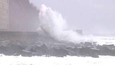 Los coletazos de Ciara dejan olas espectaculares en el Cantábrico
