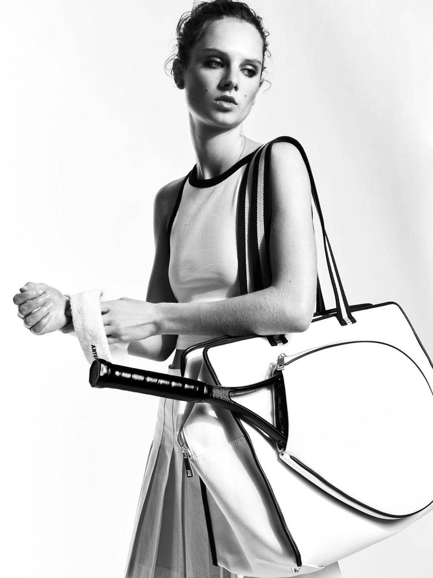 Bolso porta raqueta Zara. (Cortesía)