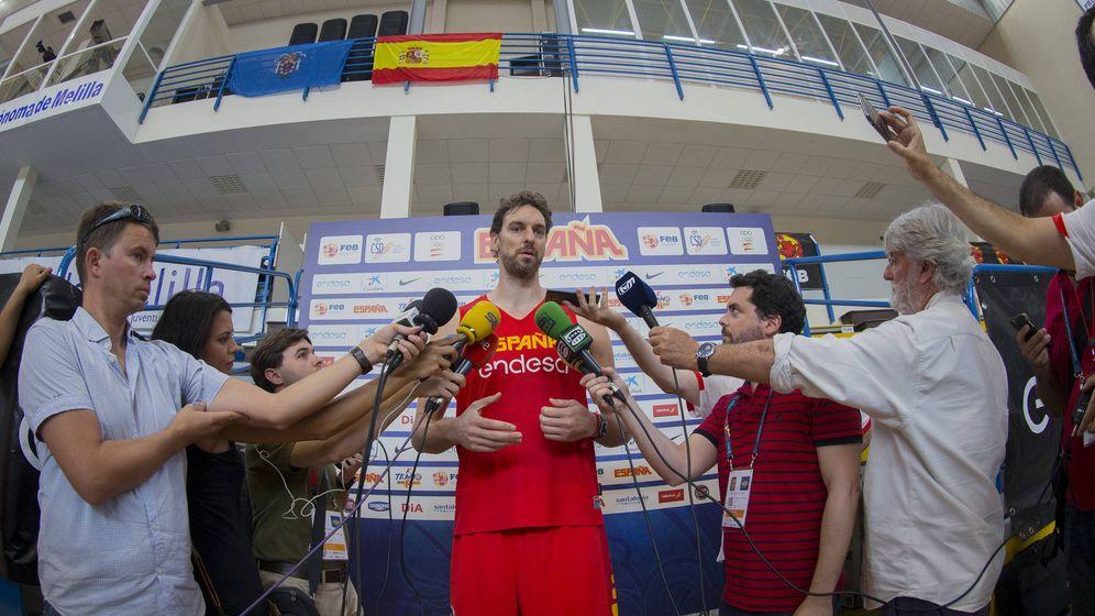 Foto: Pau Gasol atendió a los medios de comunicación en Melilla, donde la selección española juega este viernes. (Foto: Agencia LOF/FEB)