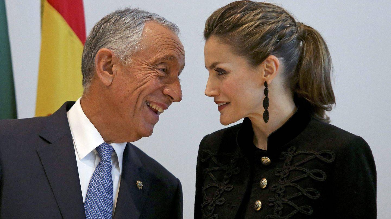 La reina Letizia, junto a Marcelo Rebelo de Sousa durante una visita a Portugal en 2016. (EFE)