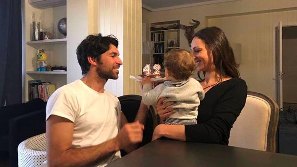 Cayetano Rivera celebra junto a Eva su primer cumpleaños como feliz papá