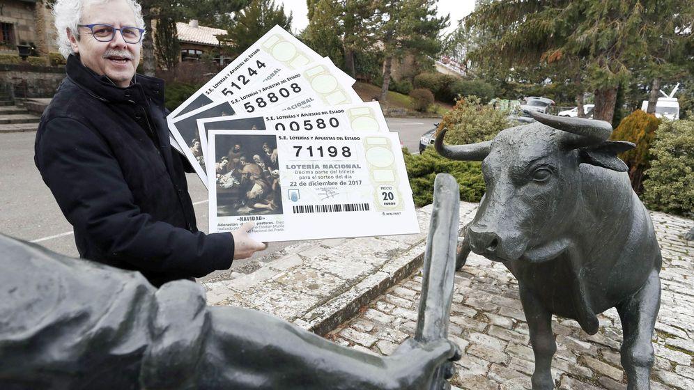 Foto: El lotero de La Bruixa d'Or de Sort, Xavier Gabriel. (EFE)