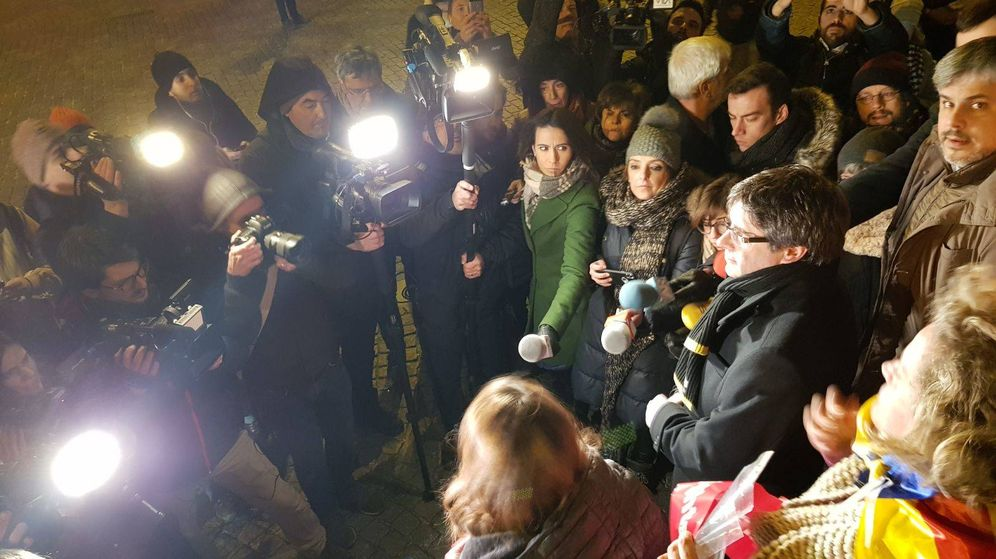 Foto: Puigdemont, a su llegada al acto en Lovaina. (M. T.)