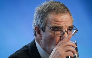 Telefónica y Mediaset celebran con subidas en bolsa la oferta por DTS