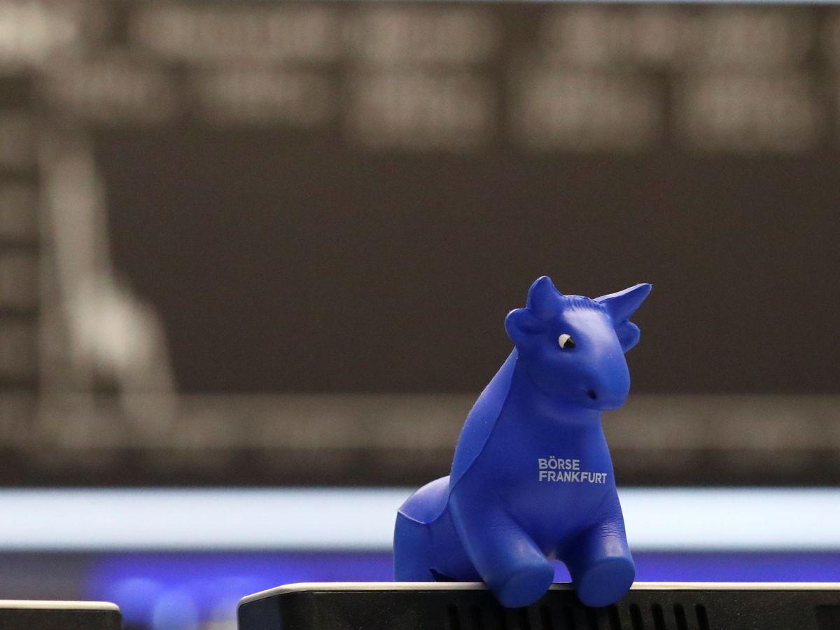 Foto: Un toro, símbolo de las subidas bursátiles, en la Bolsa de Fráncfort (Alemania). (Reuters)