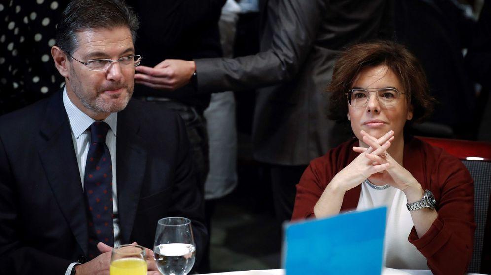 Foto: La vicepresidenta del Gobierno, Soraya Sáenz de Santamaría, y el ministro de Justicia, Rafael Catalá. (EFE)