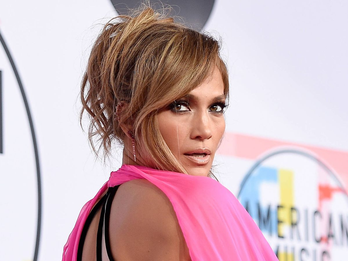 Foto: El moño salvavidas de Jennifer Lopez. (Getty)