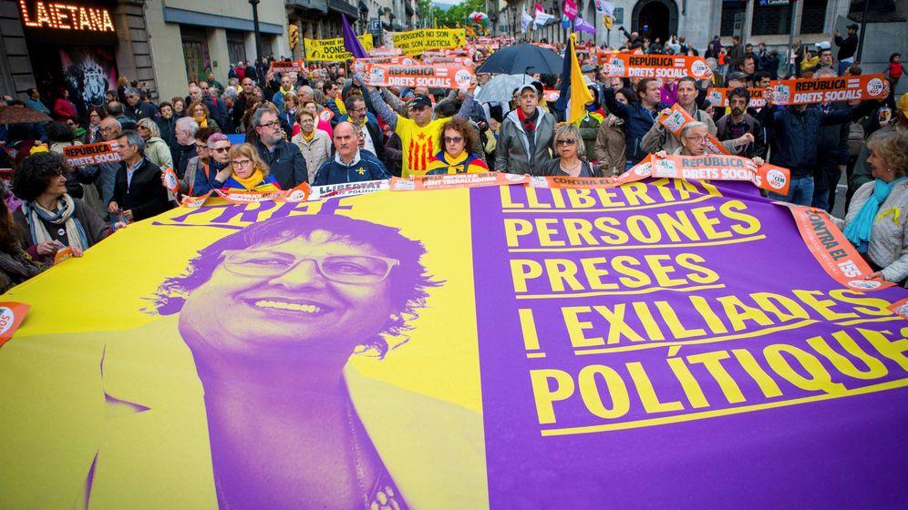 Foto: Colectivos soberanistas se manifiestan por la república el primero de mayo de 2018. (EFE)