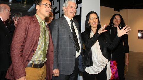 Vargas Llosa, de paseo por Madrid con su hija Morgana y sus nietas