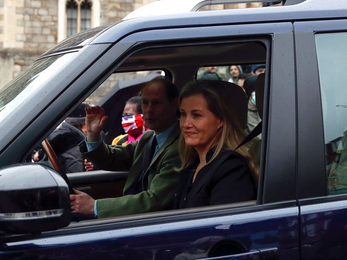 Foto: Eduardo y Sophie, al salir de Windsor. (Reuters)
