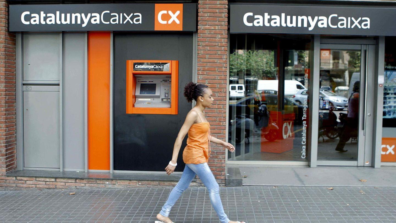 Fotografía de archivo de una sucursal de la antigua CatalunyaCaixa. (EFE)