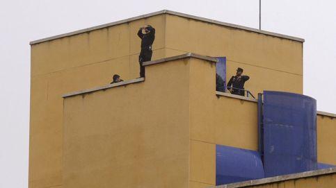 Trece inmigrantes se fugan del CIE de Aluche