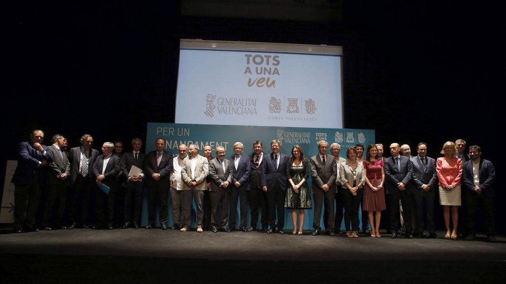 Foto: Dirigentes políticos y agentes sociales y empresariales en el acto del Círculo de Bellas Artes.