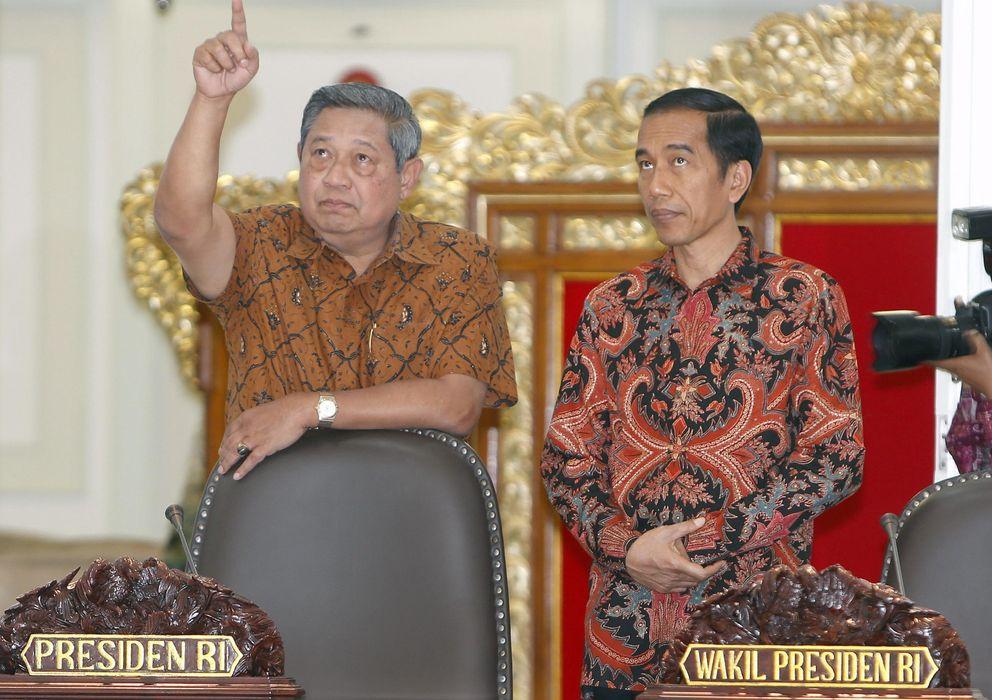 Foto: Widodo (derecha) con el presidente saliente, Yudhoyono (Reuters)