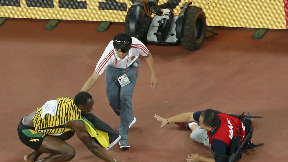 ¡Un cámara de televisión en segway atropella a Bolt mientras celebraba!